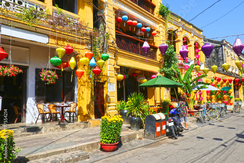 Photo  Sunny day at Hoian Ancient town, colourful houses