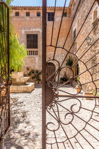 Foto  Historischer Brunnen in Santanyi / Mallorca