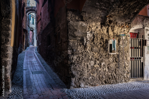 Fototapeten Schmale Gasse The narrow and dark streets of the Italian city of Ventimiglia