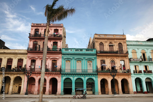 Fotobehang Havana Colorful buildings and historic colonial archtiecture on Paseo del Prado, downtown Havana, Cuba.