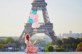 Fototapeta Fototapety z wieżą Eiffla - Girl with bunch of balloons in front of the Eiffel tower in Paris