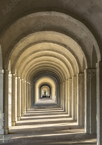 Photographie colonnade on cemetery