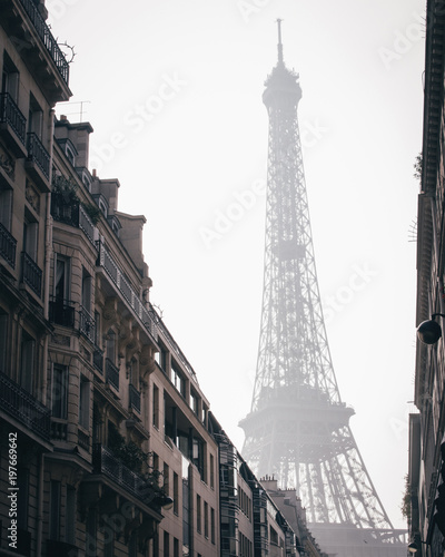 Deurstickers Eiffeltoren Low angle view of Eiffel Tower against sky in city during foggy weather