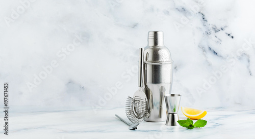 Fotografia  Set of bar accessories for cocktail making