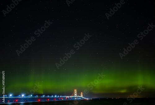 Fotografie, Obraz  Mackinaw Bridge - aurora borealis - Northern Lights