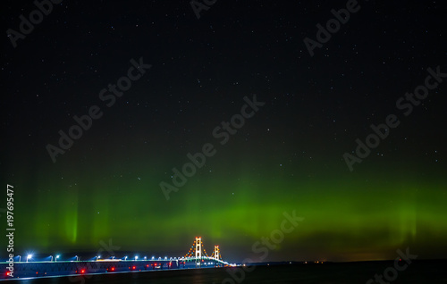 Fotografie, Obraz  Mackinaw Bridge - aurora borealis - Northern Lights