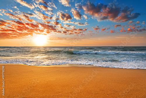 Poster Mer coucher du soleil Amazing sunset landscape. Beautiful nature background.