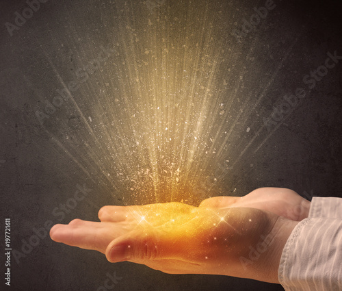 Obraz na płótnie Hand holding yellow light