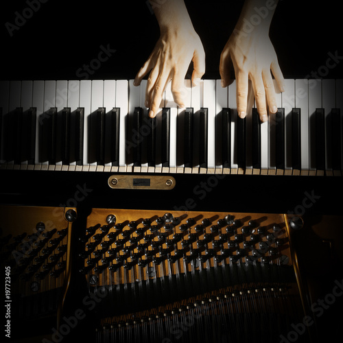 Stickers pour porte Musique Piano keyboard hands. Playing piano keys closeup