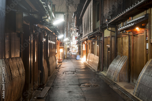 Papiers peints Kyoto Gion the old ancient center of Kyoto at night, Japan