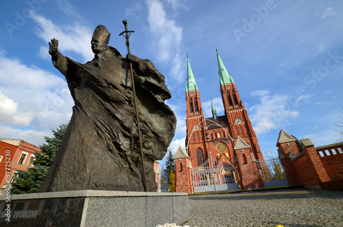 Statue of John Paul II against the background of the cathedral (Rybnik, Poland) Fototapet