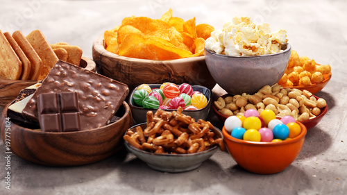Salty snacks. Pretzels, chips, crackers in wooden bowls. Canvas-taulu