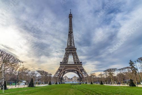 Deurstickers Eiffeltoren Eiffel tower from Camps of Mars at sunset