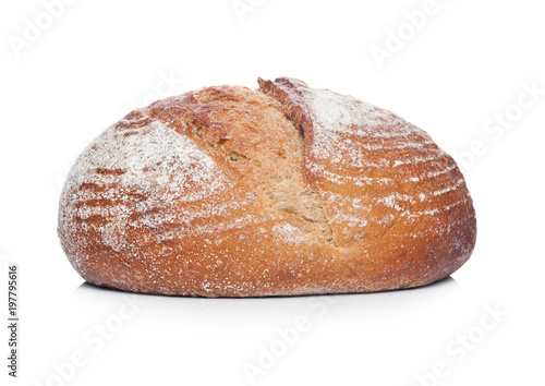 In de dag Bakkerij Freshly baked loaf of bread with flour on white