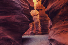 The Red Canyon. Geological Att...