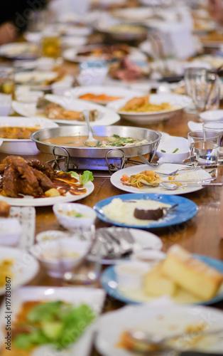 Fotomural Leftover food after party