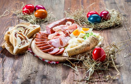 Deurstickers Buffet, Bar Brettljausn - Wurst und Käse Platte - Jause