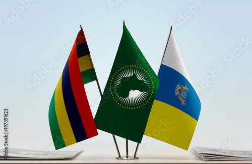Tuinposter Canarische Eilanden Flags of Mauritius African Union and Canary Islands