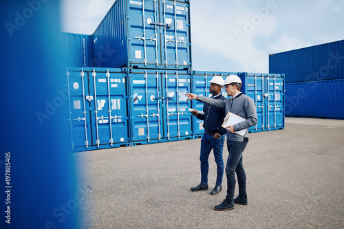 Fotografia  Two engineers tracking shipping inventory in a freight container