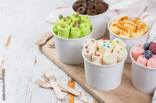 Fotografía Selection of different rolled ice creams in cone cups