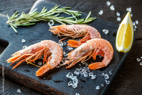 Fototapeta fresh royal prawns obraz