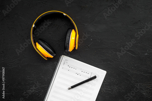 Fotografía  Work desk of modern composer