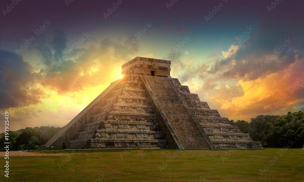 Fototapety, obrazy: Mexico, Chichen Itza, Yucatn. Mayan pyramid of Kukulcan El Castillo at sunset