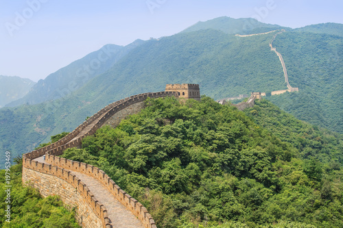 In de dag Chinese Muur Magnificent Great wall in a green environment, Beijing, China