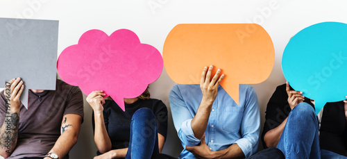 Fotografía  Group of diverse people with speech bubbles icons