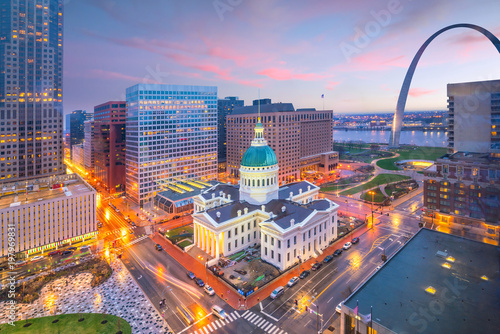 Cadres-photo bureau Etats-Unis St. Louis downtown skyline at twilight