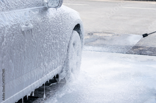 Valokuva  the right side of the car is all in foam on the car wash, applying non-contact f