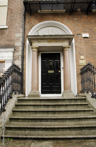 Zdjęcie XXL Gruzińskie czarne drzwi