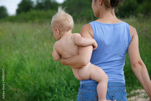 Mom Is Walking On The Hip Of A Nice Naked Baby In A Warm Summer Day -1185