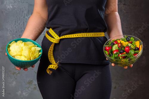 Obraz na plátně  .Gewichtsreduzierung Diät Konzept (Zucker gegen Obst und Gemüse)