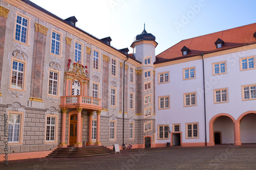 Montage in der Fensternische Schloss Schloss Ettlingen