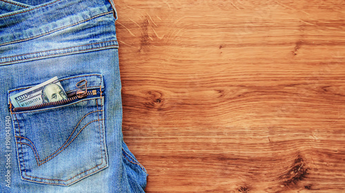 Fotografía Money in the pocket of jeans. Selective focus.