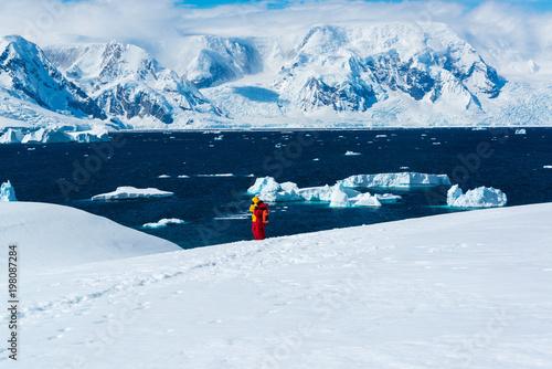 Passengers hiking in Antarctica. Slika na platnu