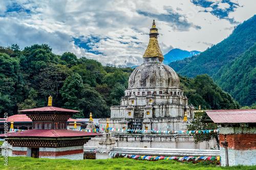 Fotografie, Obraz Chorten Kora in Trashiyangtse, Eastern Bhutan