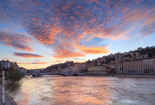 Spoed Foto op Canvas Zee zonsondergang A colorful dusk over the Saone river and Vieux-Lyon. Lyon, France.