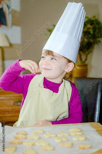 Photo  jolie petit chef en action