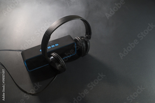 Fotografía  Music concept. Speaker and headphones isolated