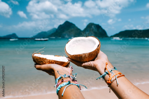 Spoed Fotobehang Asia land Girl relaxing on the tropical beach in Asia