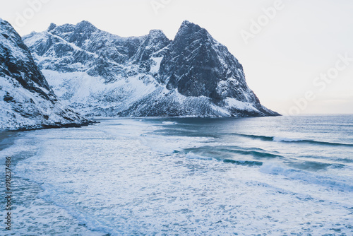 Photo  Norwegian winter sunny mountain landscape blue sky view with mountains, fjord, N