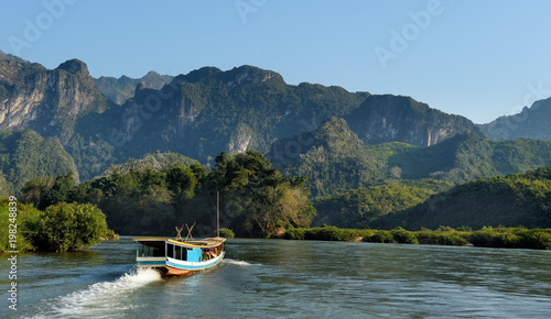 Tourist boat on Mekong. Fototapete