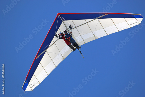 Dual Hang Glider flying