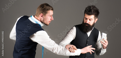 Carta da parati Tailor, greedy designer wants more money for expensive clothes.
