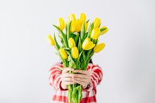 Woman Hold Bouquet Of Yellow T...