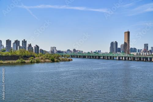 Naklejka premium Krajobraz rzeki Han w Seulu