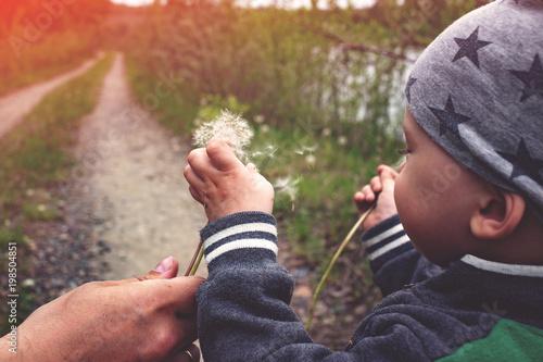 Foto  kid walking in nature