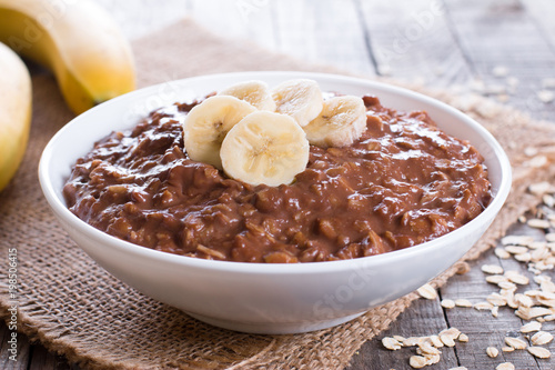 Foto op Plexiglas Chocolade Chocolate oatmeal with banana